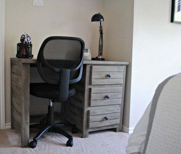 desk.1